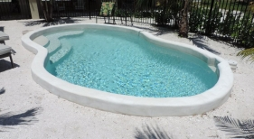 Freefrom Pool with Raised Edges